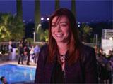 Alyson interviewée avec vue sur la piscine