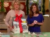 Alyson montrant la carte qu'elle a faite avec le kit que lui offre Martha Stewart